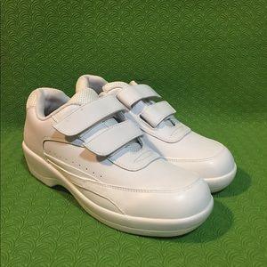 Apex 7 1/2 Womens Walking ShoesWhiteVelcro Strips
